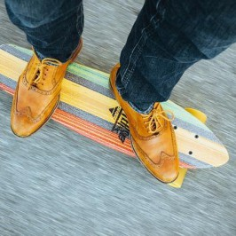 Alltagsabenteuer + Zeit sparen: Mit dem Mini-Skateboard durch den Stadtverkehr