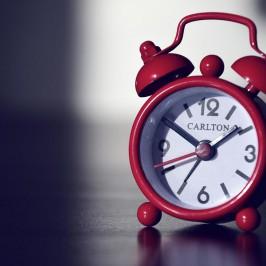 Der fliehende Wecker Clocky: Hilfe für die Snooze-Opfer