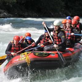 Action, Erfrischung und Natur pur bei einer gemeinsamen Rafting-Tour