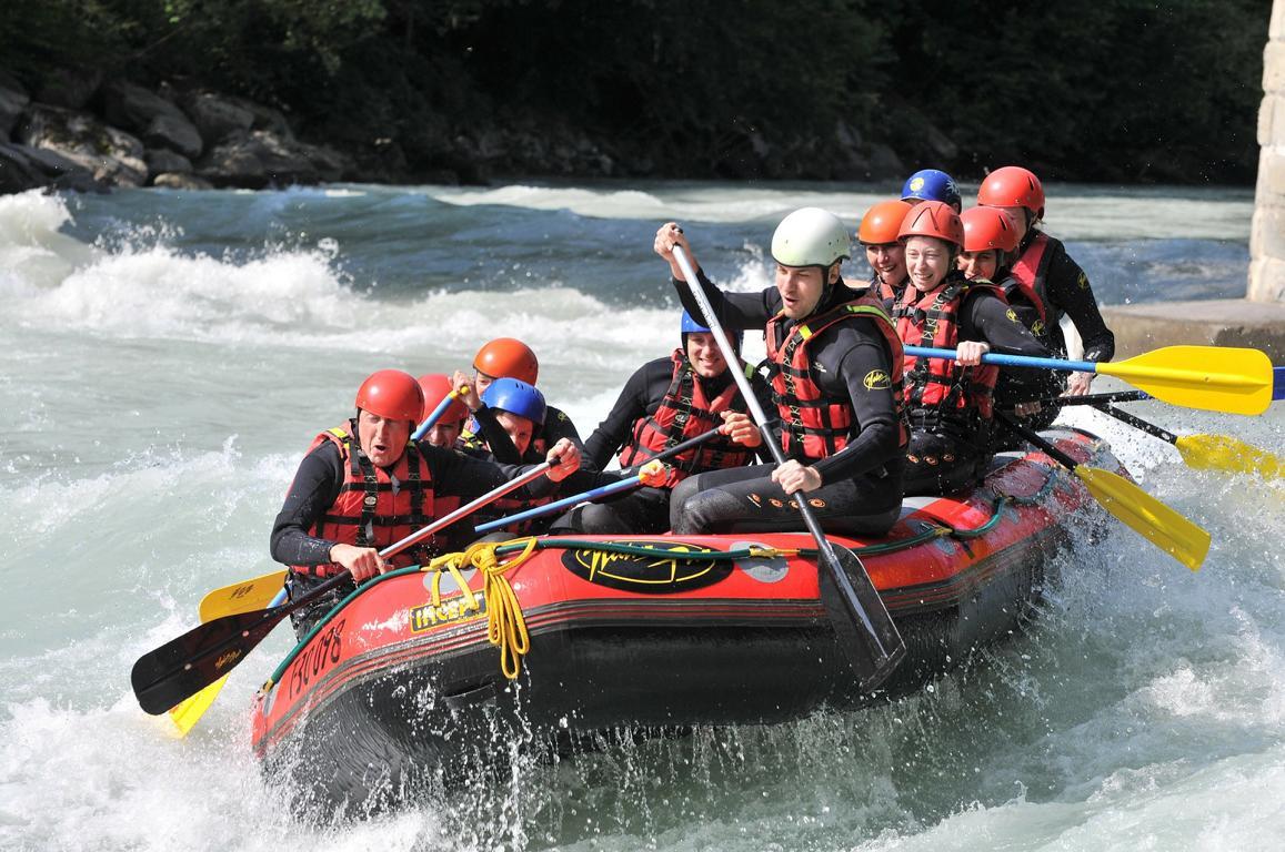 Action-und-Spaß-bei-einer-gemeinsamen-Rafting-Tour-ohphoria.de