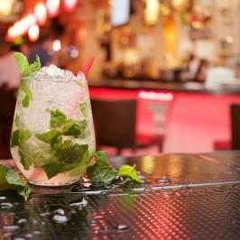 Gemeinsam leckere Cocktails zaubern & verköstigen – denn Bier und Wein kann Jeder