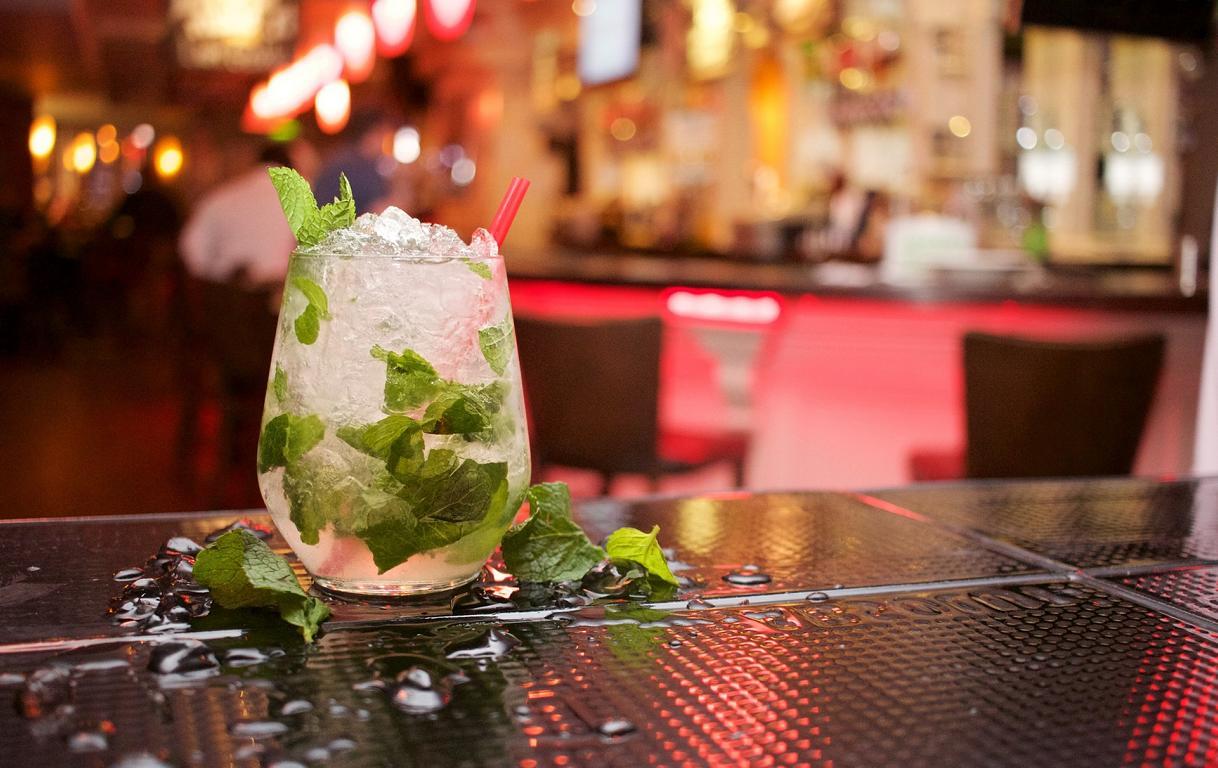 Mit einem Cocktails Geschenk gemeinsam leckere Cocktails zaubern & verköstigen - ohphoria.de