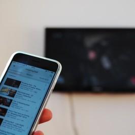 Chromecast: Internet-Videos gefunden am Smartphone, geguckt am TV – Zeit für bequeme TV Geschenkideen