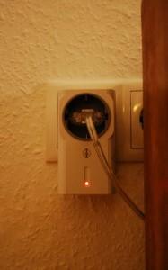 Mit Funksteckdosen kann man ganz bequem von überall die indirekten Leuchten in der Wohnung einschalten - ohphoria.de