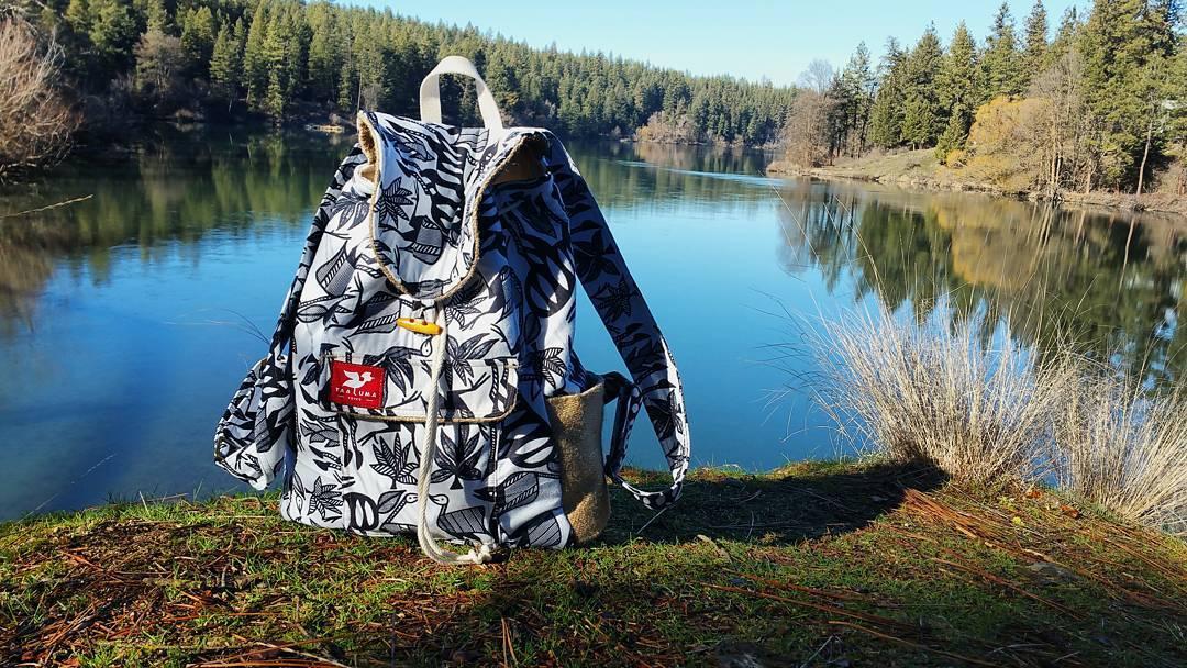 Geschenke mit sinn die carry a country rucks cke for Wanderlust geschenke