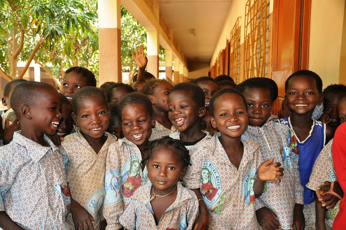 Mit Bildern von afrikanischen Kindern Mode schaffen - so einfach kann helfen sein