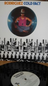 Ob Platte, CD oder DVD, man sollte Rodriguez mit einem Kauf unterstützen - ohphoria.de