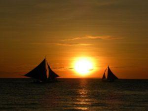 Beim Sunset Sailing lässt es sich gut abschalten und romantische Zweisamkeit genießen