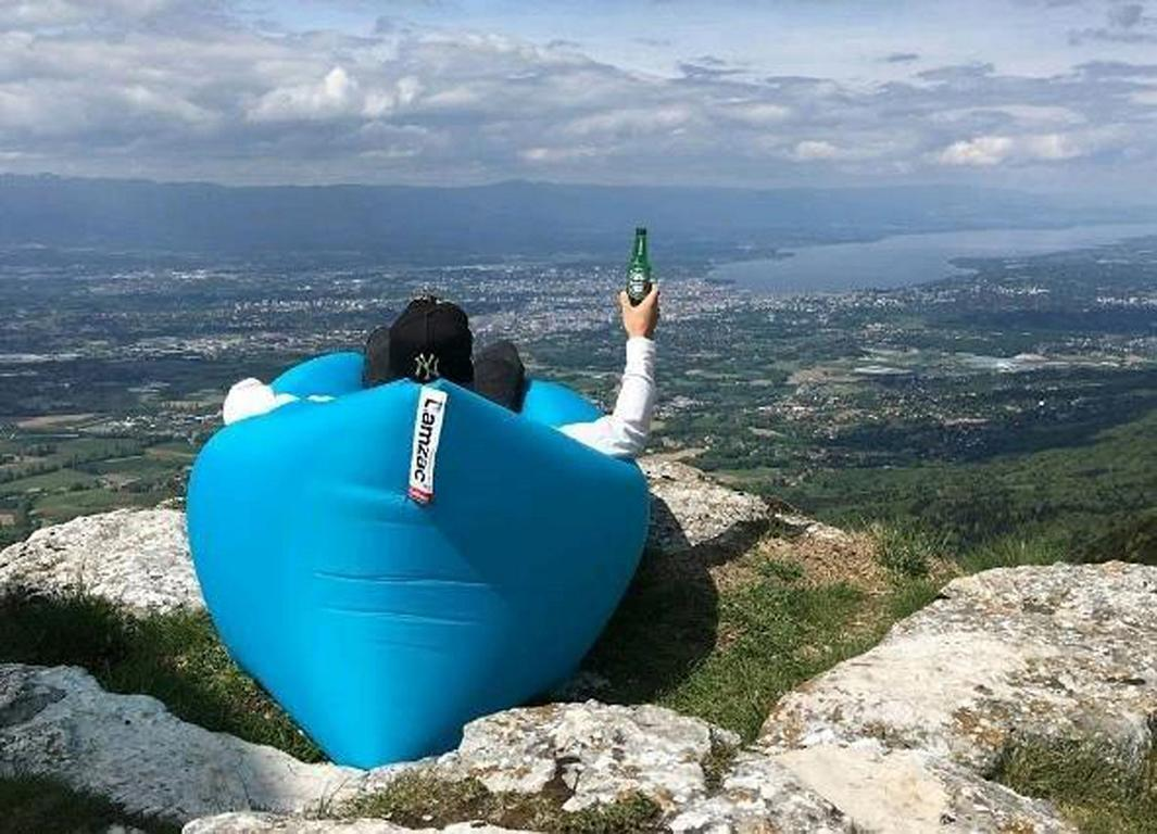 Mit dem Lamzac Hangout Luftsofa einfach unkompliziert und gemütlich chillen wo man will