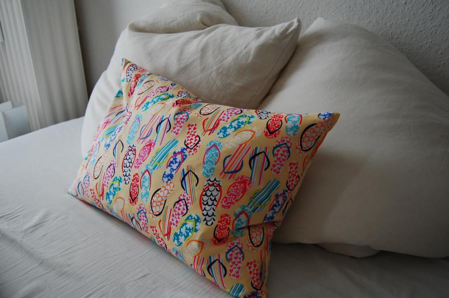 Schöne Kissen sind auch auf dem Bett gut aufgehoben