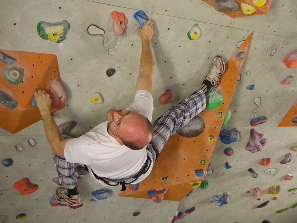 Mit Indoor Klettern kann man auch im Winter Action und Adrenalin verschenken