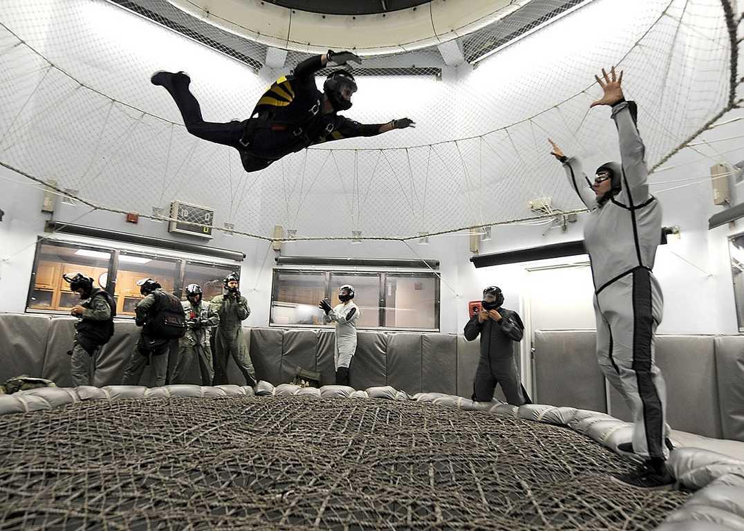 Mit Bodyflying kann man Fallschimspringen Indoor und bekommt wetterunabhängig seine Portion Adrenalin
