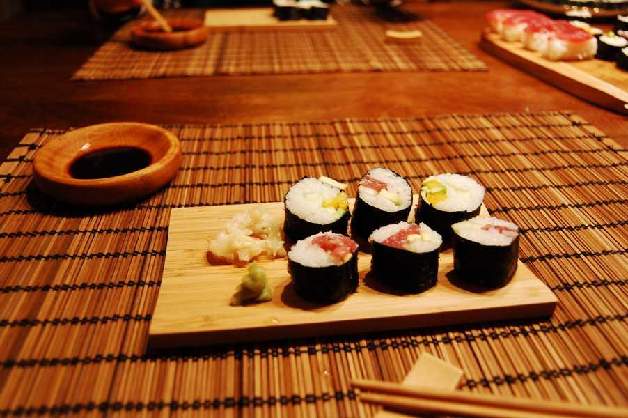 Mit dem Equipment von Reishunger kann man Sushi sogar echt japanisch servieren