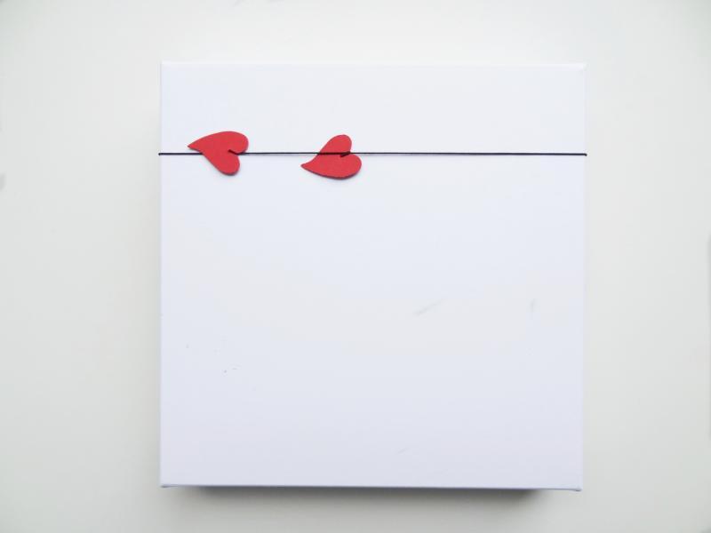 Die wunderschöne FUCK VALENTINSDAY BOX lässt einen besonderen Inhalt vermuten