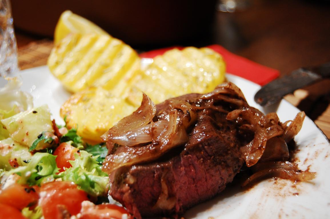 Unser Sous Vide Steak war medium bis well done - einfach zu regulieren über die Temperatur