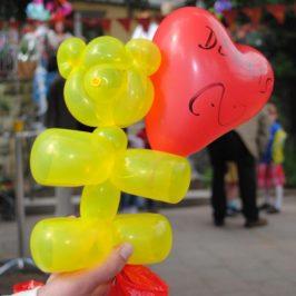 Luftballons modellieren – mach mir die Giraffe!