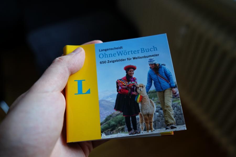 Das Ohne Wörter Buch hilft einem weiter bei hilflosen Momenten beim Reisen und ist dabei sehr handlich