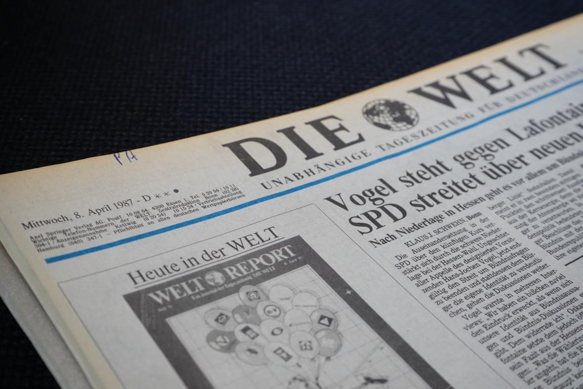 Historische Zeitungen vom Geburtstag oder Hochzeitstag lassen einen in der Zeit zurückreisen