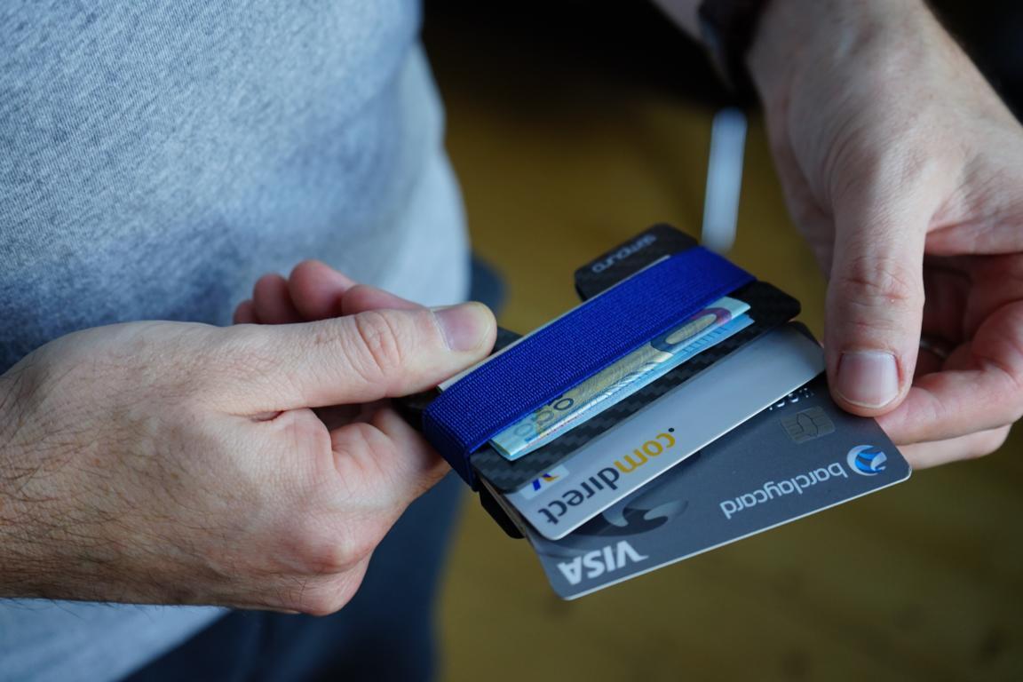 Mit einem RFID Blocker schützt man seine funkfähige Kreditkarte gegen Betrüger