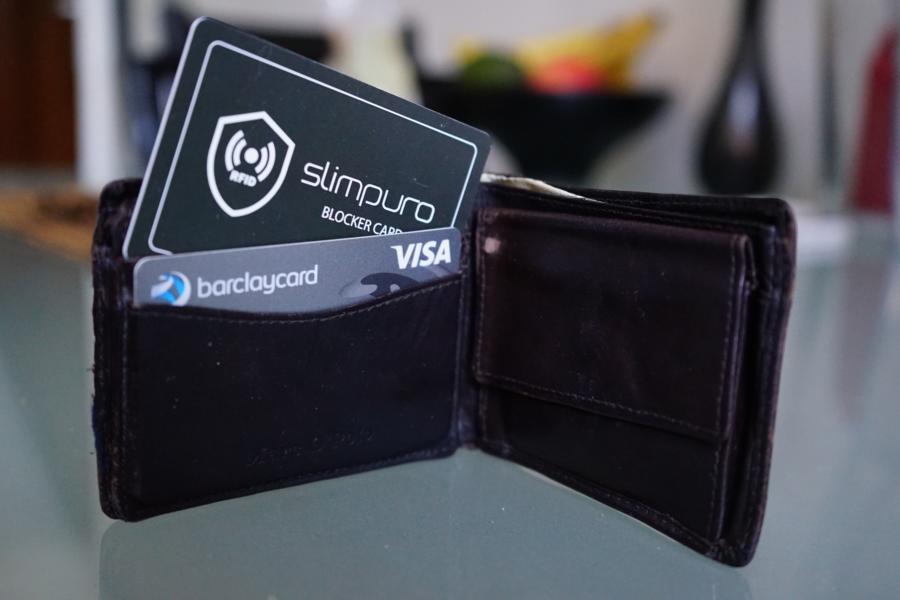 Mit einer RFID Blocker Card kann man einfach seine funkfähigen Karten schützen