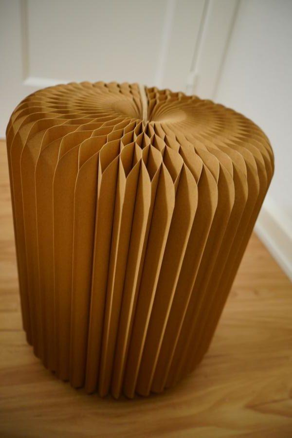 Komplett aus Pappe und hält trotzdem bis zu 300kg