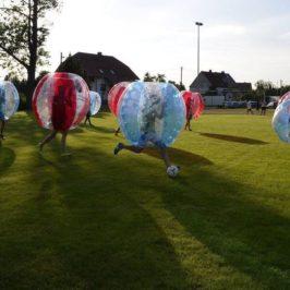 BUBBLE SOCCER ist ein Riesenspaß: Fußball + Amercian Football = Action ohne Verletzung