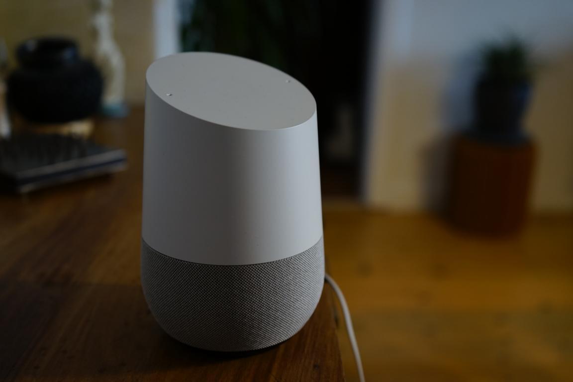Der Smart Speaker Google Home ist bei uns Zuhause eingezogen