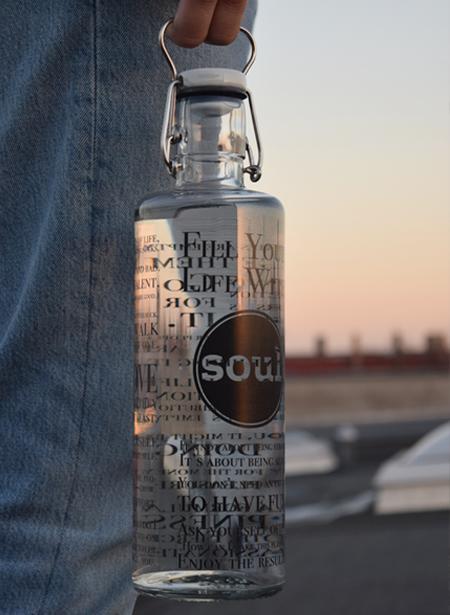 Die Trinkflaschen aus Glas sind alltagstauglich und gut für dich und unsere Umwelt